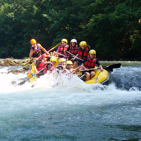 http://chambresdhote-azkena.fr/wp-content/uploads/2016/09/rafting-pays-basque.jpg