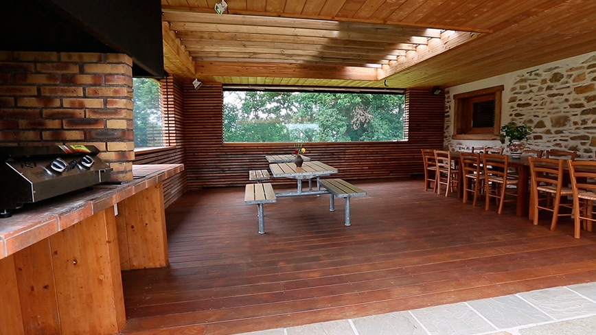 http://chambresdhote-azkena.fr/wp-content/uploads/2016/09/table-dhote-azkena-terrasse.jpg