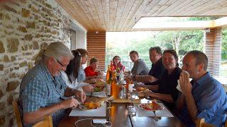 déjeuner en terrasse - chambres d'hôtes azkena