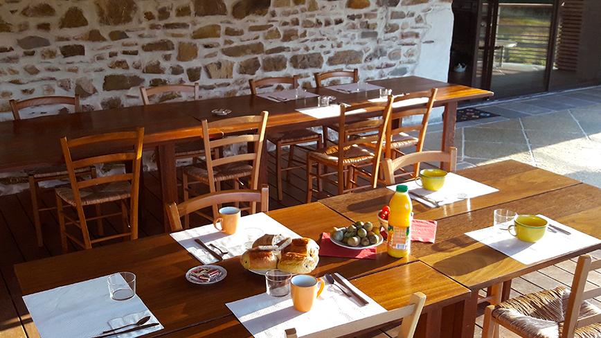http://chambresdhote-azkena.fr/wp-content/uploads/2016/09/table-dhote-azkena6.jpg