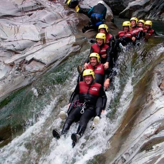 http://chambresdhote-azkena.fr/wp-content/uploads/2016/10/canyoning2-1-540x540.jpg