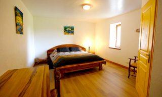 chambre d'hotes lit double avec salle de bain privative