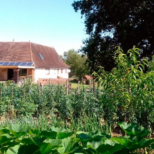 http://chambresdhote-azkena.fr/wp-content/uploads/2016/10/jardin-maison-dhotes-540x540.jpg