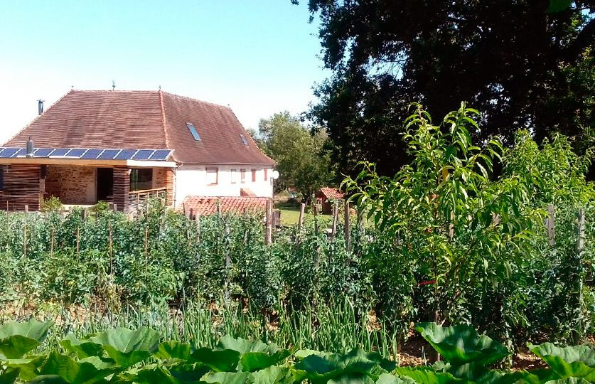 http://chambresdhote-azkena.fr/wp-content/uploads/2016/10/jardin-maison-dhotes-837x540.jpg