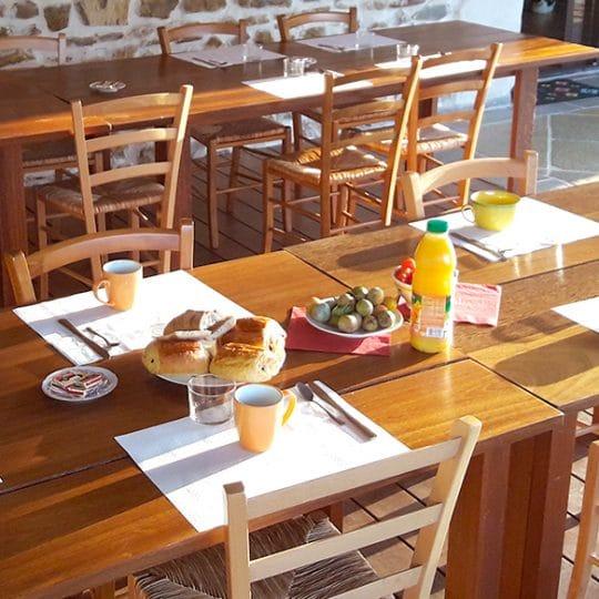 https://chambresdhote-azkena.fr/wp-content/uploads/2016/10/petit-dejeuner-terrasse-azkena-540x540.jpg