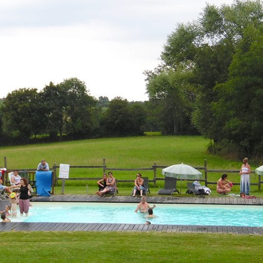 http://chambresdhote-azkena.fr/wp-content/uploads/2016/10/piscine-maison-dhotes-540x540.jpg